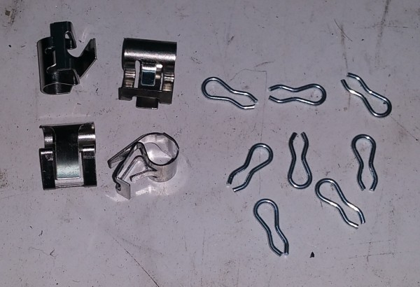 4x Haltefedern Neue Ausführung für Bremsklötze / 8x Splinte für Fiat 124, 125,